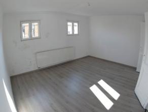 Volledig gerenoveerd eengezinswoning met LIV(ca.18m²), keuken (ca.20m²), 2 x badkamer 1 met douche en 1 met ligbad, 2x wc, 2x badkamermeubel