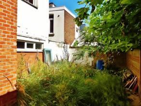 Te renoveren eengezinswoning met tuin en vele mogelijkheden gelegen in Mortsel.  De gelijkvloerse verdieping omvat voortuin/parkeerplaats  (31m²)