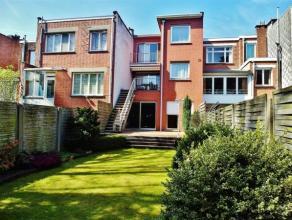 Ben je op zoek naar een stijlvolle en luxueus afgewerkte Woning met grote tuin en ruime garage voor twee auto's ? Wil je wonen op één va