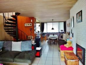 Eengezinswoning met tuin, garage, 3 a4 slaapkamers vlakbij openbaar vervoer en winkels.De woning beschikt op het gelijkvloers over een inkomhal, garag