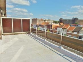 Tof  dakappartement met ruim zonneterras en prachtig zicht op het park Rivierenhof en gelegen bij openbaar vervoer en winkels! 118.900