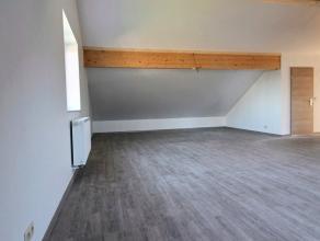 Le studio 7 de 92m² se situe au 2ème étage et se compose de la manière suivante: hall d'entrée, séjour avec co