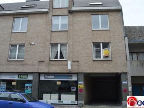 TE HUUR: CENTRUM AALST APPTMT 2 SK Op 50 m van het Vredeplein en de Nieuwstraat : ruim en licht appartement met groot terras op de 1ste verdieping in