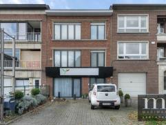 Gerenoveerde ruime luxe duplex met staanplaats te MortselGerenoveerde ruime luxe duplex op de 1e en 2e verdieping te Mortsel. Gelegen nabij openbaar v