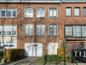Goed gerenoveerde bel-étageDeze goed gerenoveerde bel-étage vinden we aan de Spoorweglaan 141 in Wilrijk. De nabijheid van diverse in- e