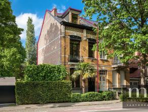 Instapklare herenwoning op toplocatie te Edegem, aan de Hovestraat. De woning is instapklaar en uiterst charmant. Bus en trein verbindingen bevinden z