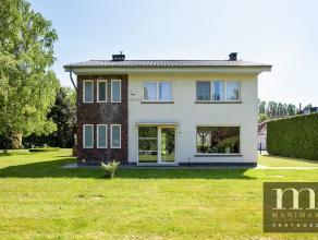 Villa op ruim perceelInstapklare villa te Kontich. De woning werd in 1961 gebouwd en in 2003 flink opgefrist. Ze staat op 2.436 vierkante meter op een