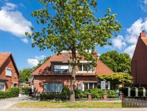 """Charmante HOB met leuke tuinDeze charmante half open bebouwing vinden we in de aangename wijk """"Molenveld"""". Gelegen in de Ter Borchtlaan heeft u hier a"""