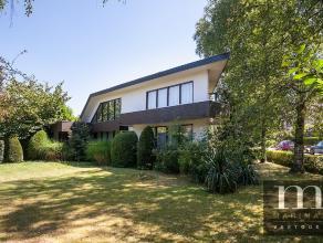 Villa met mogelijkheden voor vrije beroepenDeze goed onderhouden jaren '60 villa met praktijkruimte is gelegen aan de Boniverlei 52 in Edegem. Bereikb