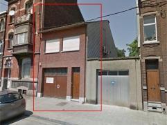 Idéalement situé au coeur de Sclessin dans une rue très calme grand duplex deux chambres composé comme suit: au 1er &eacut