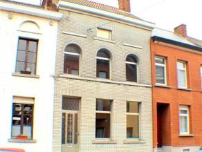Agréable maison proposant 4 chambres, un bureau et un petit jardin. Situation idéale dans un quartier calme à proximité du