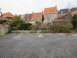 7 autostaanplaatsen en 4 carports, in de dorpskern Huurprijs voor een buitenstaanplaats : euro 20,- Huurprijs voor een carport : euro 40,- De huur is