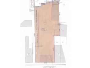 Bouwgrond voor één half open of twee woningen (waarvan één gesloten en één halfopen), ingeplant in een straa