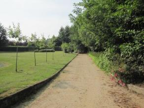 Imposante villa dd. 2006 op quasi 1,4 ha ( ! ) met volgroeide tuin, privaat golfterrein 9 holes putting green en uitgestrekte vergezichten. Deze villa