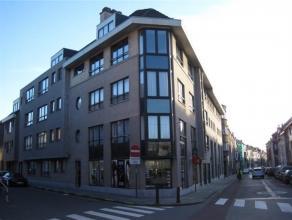 Instapklaar appartement op de eerste verdieping in een gebouw met lift, deel uitmakend van een standingvol gebouw dd. 1999, omvattende : lichtrijke wo