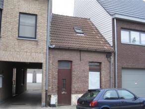 Te renoveren woning, momenteel bestaande uit 1 grote geschakelde ruimte van 60 m² en een nog in te richten dakverdieping met 1 ruime, hetzij 2 kl