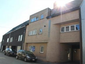 Instapklaar appartement met 2 slk' s en 1 bdk, deel uitmakend van een standingvol gebouw dd. 1997. Het appartement biedt : riante living met open ge&i