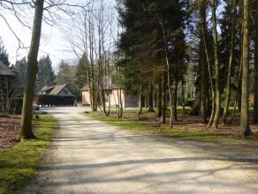 Uniek gelegen koetshuis met tuin middenin een privatief park van meerdere hectaren.  Voor liefhebbers van natuur, rust en authenticiteit  is deze woni