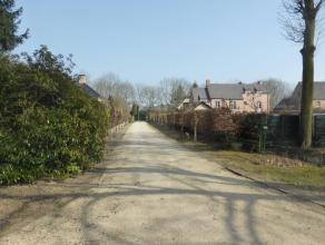Uniek gelegen ruime villa met tuin middenin een privatief park van meerdere hectaren.  Voor liefhebbers van natuur, rust en authenticiteit  is deze wo