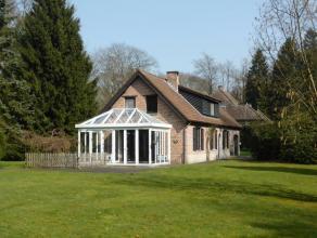 Uniek gelegen landhuis met tuin middenin een privatief park van meerdere hectaren.  Voor liefhebbers van natuur, rust en authenticiteit  is deze wonin