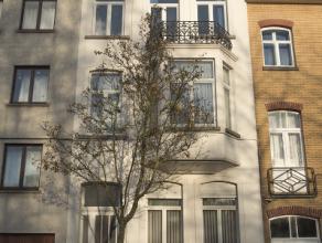 Deze karaktervolle burgerwoning is gelegen vlakbij het UZ Gent en het Miljoenkwartier, alsook bij diverse verbindingswegen. Deze ruime woning omvat op