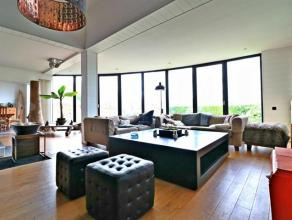Dans le quartier très convoité de St john's, surprenante villa de plus de 200 m² sise sur un terrain de 8 ares. Elle se compose d'u