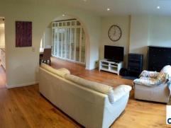 Jolie maison meublée entièrement rénovée de 160m² sur 1,20ares. Vous serez séduits par la qualité des m