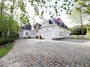 Sur l'une des Avenue les plus prestigieuse de Waterloo, vaste villa de caractère entièrement rénovée avec goût en 20