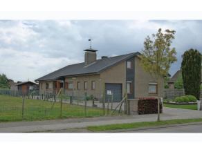 ZAT 6/6 1ste BEZOEKDAG! Charmante perfect onderhouden villa op 899 m² met landelijk zicht gelegen nabij Ertvelde dorp.De gezellige living (45m&su