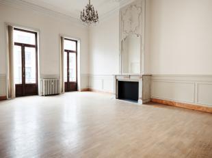 """In de meest royale straat van Brussel ontwikkelt projectontwikkelaar VERCITY project """"Rue Royale 33"""". Het prestigieuze kantoorgebouw dat schuilgaat ac"""