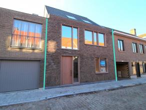 Midden in het centrum van Brugge en op 150m van de Langerei staat een ruime casco woning met stadstuin en 3 slaapkamers. Indeling op het gelijkvloers: