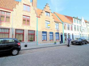 Rustig gelegen woonhuis in de historische stadskern van Brugge. Deze unieke eigendom is gelegen nabij het Koningin Astridpark en op wandelafstand van