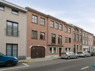 Deze riante woning ligt in het hartje van Tienen, op wandelafstand van scholen, stadspark, winkels, station en op een boogscheut van de autostrade. Ko