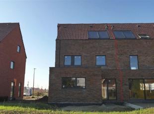 Deze ruime nieuwbouwwoning met vier slaapkamers en een carport is gelegen op een rustig woonerf met snelle verbindingen naar Leuven en Mechelen.<br />