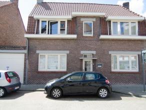 Instapklare gezinswoning gelegen op een steenworp van Brugge centrum dichtbij scholen en winkels!<br />  bestaande uit inkomhal, ruime keuken met wasp