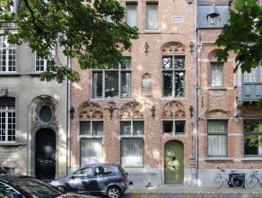 Instapklaar gelijkvoersappartement, gelegen aan het Graaf Visartpark, bestaande uit ruime woonkamer (50 vierkante meter) met open haard, ingerichte ke