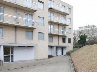 Dit ZEER goed onderhouden appartement is gelegen in residentie Lysterdael te Assebroek.<br /> Vlakbij de ring, station,winkels en scholen=Vlotte berei