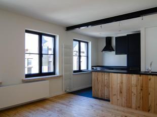 Perfect afgewerkt appartement met mooie materialen in hartje Brugge! Ideale verbinding naar station en vlakbij grote parkeerplaats! MARKT en het ZAND