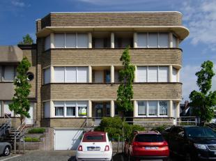 à vendre:<br /> rez-de-chaussée: appartement avec 1 chambre à coucher. Rénovation complète à 2012.<br /> Sal