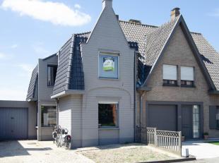 Op een boogscheut van het centrum Brugge ligt deze karaktervolle woning!<br /> Eigentijdse Living met open ingerichte keuken en heel veel lichtinval!<
