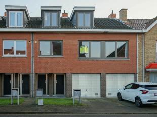 Duplexappartement, centraal gelegen te Sint-Michiels in een doodlopende straat en met heel wat troeven.<br /> Er is een garage op het gelijkvloers als