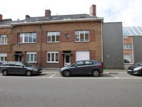Woning met vier slaapkamers met terras gelegen nabijj het station van Tienen en op wandelafstand van oa Colruyt. Indeling: Inkom, woonkamer met open k