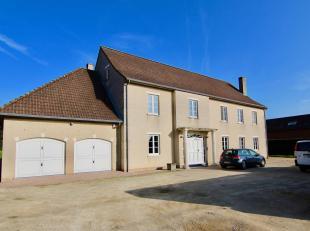 Prachtige energiezuinige villa op een perceel van 26a 89ca met o.a. een bewoonbare oppervlakte van 630m², 6 ruime slaapkamers, 2 garages, 2 woonk