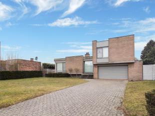 Instapklare villa met drie slaapkamers gelegen op een mooi terrein van 11 are 60 ca in Haacht. De villa is gelegen op een goede locatie nabij winkels