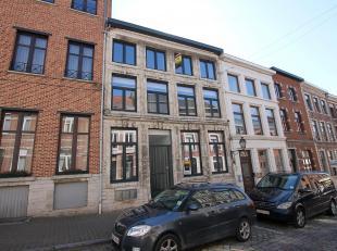 Gelijkvloers Appartement met twee slaapkamers met terras en tuin gelegen in het centrum van Tienen. Het appartement heeft een bewoonbare oppervlakte v