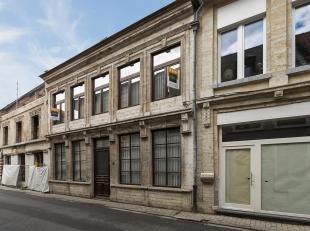 Prachtige authentieke herenwoning van voor 1850 met o.a. een bewoonbare oppervlakte van 310m², 6 slaapkamers, polyvalente ruimte en ruime woonkam