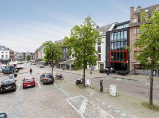 Exclusieftwee-slaapkamer appartement aan de Grote Markt in Tienen met zicht opde Onze-Lieve-Vrouw-ten-Poelkerk, het stadhuis en het suikermuseum. Zowe