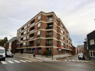 Instapklaar appartement pal in het centrum van Tienen met o.a. een bewoonbare oppervlakte van 85m², 2 ruime slaapkamers, kelderberging en autosta