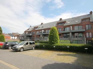 Mooi appartement (2e verdieping) met twee slaapkamers van 85 m³ gelegen in het centrum van Tienen. Bij het appartement hoort ook een parking (bui
