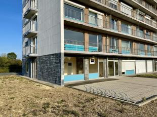 Gelijkvloers twee-slaapkamer appartement van 75 m² inclusief garagebox.<br /> Het appartement bestaat uit een inkomhal, ruime woonkamer, keuken,